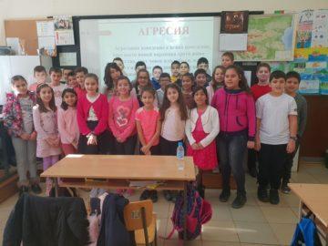 """Учениците от СУ """"Св. Паисий Хилендарски""""- Сливо поле се включиха в Деня на розовата фланелка"""