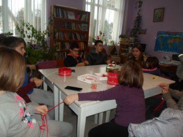 Децата от Бръшлен изработваха мартенички днес