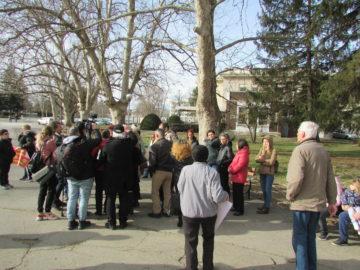 Протест събра десетки русенци в подкрепа освобождаването на двама лекари от КОЦ - Русе
