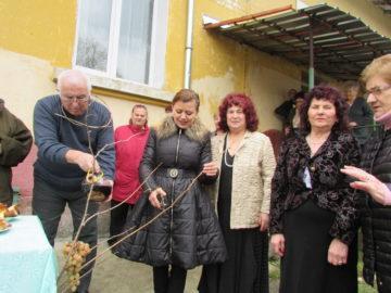 Народният представител от ГЕРБ в 19–и МИР – Русе Светлана Ангелова участва в честване на Трифон Зарезан