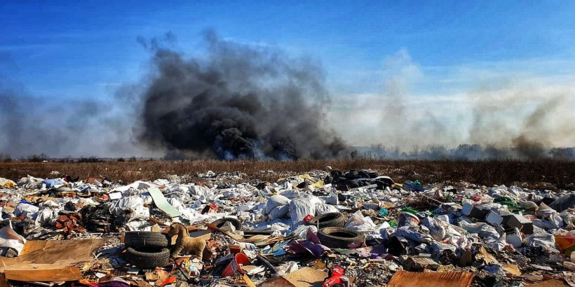 3 хектара отпадъци горяха с часове край Болинтин Вале