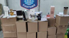 Митнически служители задържаха текстилни изделия, парфюми и спортни обувки при проверки в района на ГКПП Дунав мост при Русе