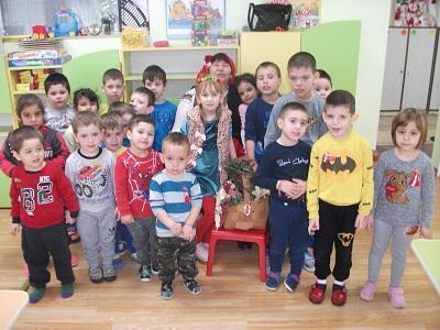 Баба Марта посети детската градина в Тръстеник
