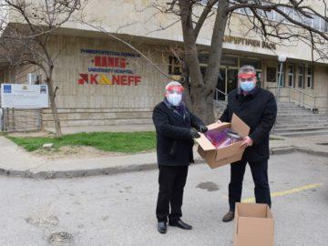 Ректорът чл. кор. Христо Белоев дари първите 50 изработени предпазни шлема за нуждите на медицинските работници