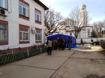 """Специална палатка с """"филтър"""" поставиха пред Окръжна болница - Гюргево"""