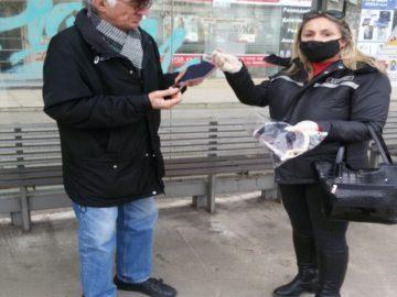 Русенци получават предпазни маски от служители на общинското звено за охрана