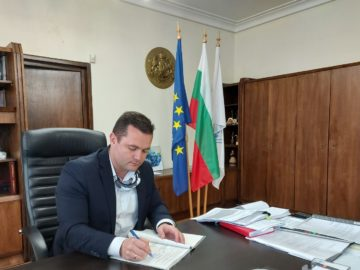 Кметът на Община Русе подписа договора за подобряване на качеството на въздуха в града