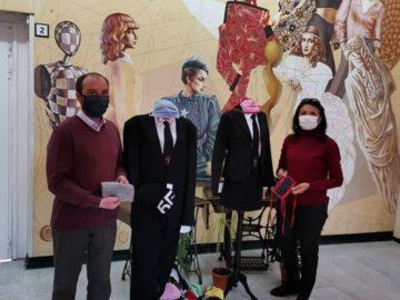 В ПГО - Русе - закачливо украсени училищни манекени с дизайнерски маски