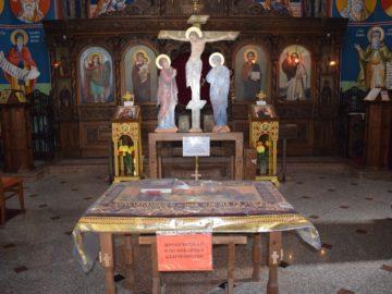 """Изнасяне на Света плащаница на Велики петък в Русенския катедрален храм """"Св. Троица"""""""