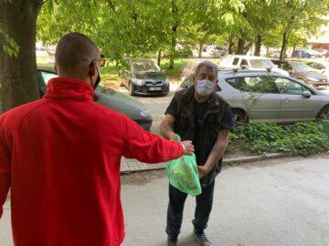 Над 90 семейства получиха хранителни пакети от БЧК - Русе