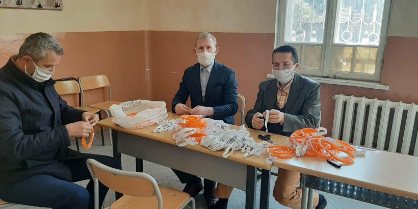 """Духовно училище """"Мирза Сеид паша"""" подготвя второто си дарение от предпазни шлемове за медици от русенска болница"""