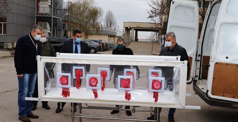"""Университетска болница """"Канев"""" получи в дар изолационна носилка"""