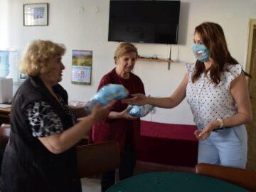 Община Русе дари 150 специални предпазни маски, предназначени за хора със слухови увреждания