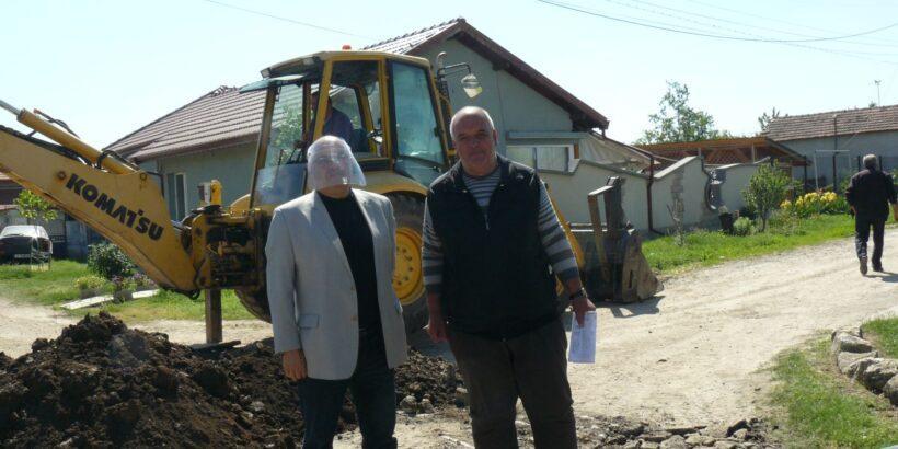 Кметът на община Сливо поле Валентин Атанасов инспектира строителството по проекта за реконструкция на водопроводна мрежа в Голямо Враново и Юделник