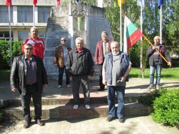 Запасни поднесоха цветя пред мемориала на загиналите в Ценово