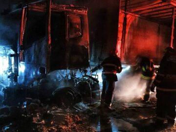 Камион изгоря в склад за дърва в гюргевско село