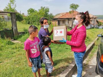 Център за обществена подкрепа и Община Две могили реализираха дарителска акция с хранителни пакети