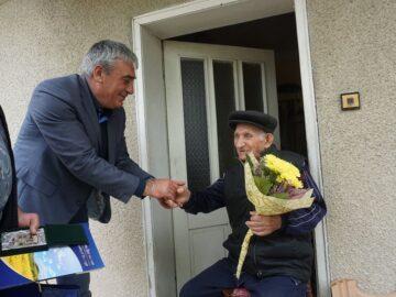 98 - годишни ветерани от Кацелово и Чилнов бяха поздравени от кмета на Община Дв емогили