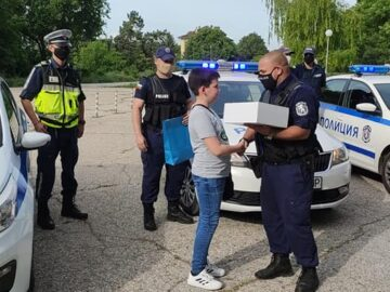 Трогателен жест към дете на русенски полицейски служител от неговите колеги