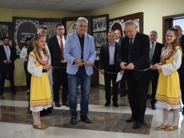 """Обновена учителска стая в СУ """"Васил Левски"""" бе открита днес"""