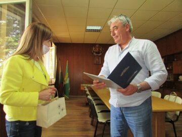 Народният представител Светлана Ангелова поздрави кмета на Община Две могили по повод рожденния му ден