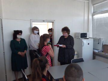 Регионално управление на образованието – Русе дари таблети на четирима ученици