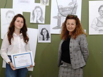 Бетина Арнаудова от НУИ - Русе получи грамота от областния управител