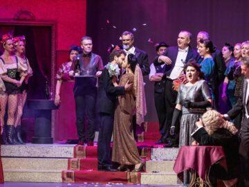 """Избрани моменти от """"Царицата на чардаша"""" представя Държавна опера - Русе"""