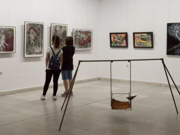 """Представителна изложба на преподаватели и докторанти от ВТУ """"Св. св. Кирил и Методий"""" беше открита в Художествена галерия - Русе"""