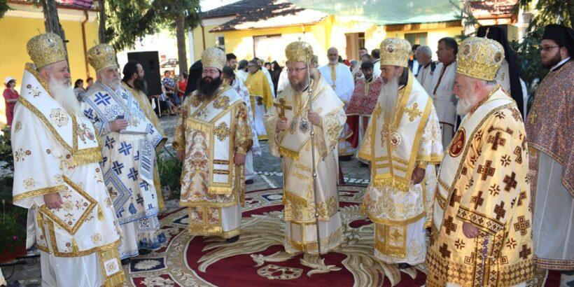 Русенският митрополит Наум отслужи литургия в Калипетрово и почете 70 - годишнината на отец Добри Чаков