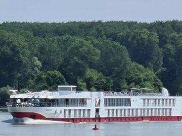 Круизен кораб по Дунава