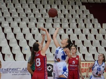 """Момичетата на СКБ """"Дунав Русе 2016"""" се наложиха над """"Шампион 2006"""" с 63:49"""
