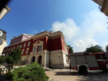 Локализиран е пожарът на покрива на Русенската опера