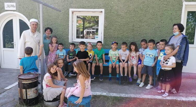 """Деца от ОДЗ """"Здравец"""" - Глоджево посетиха местната джамия"""