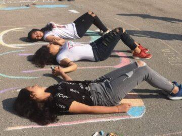 В Караманово: Ученици рисуваха върху асфалт