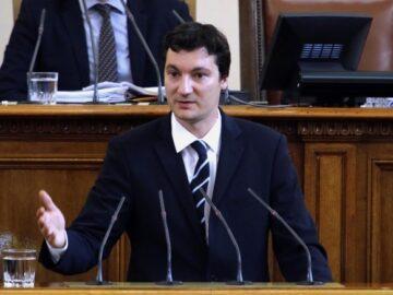 Крум Зарков: Управляващите съсипаха всички читави закони и сега стигнаха до Конституцията