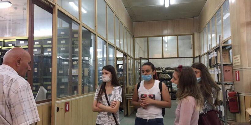 Студенти от Русенския университет посетиха Държавния архив