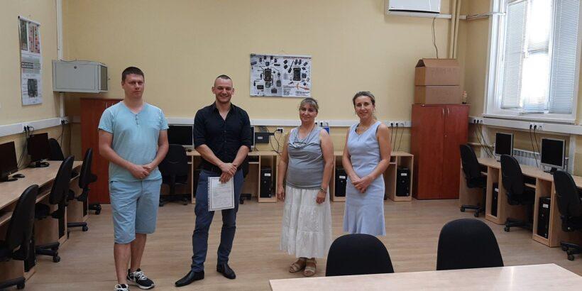"""В началото на учебната 2020-2021 г. МГ """"Баба Тонка"""" получи дарение от 30 реновирани компютъра"""