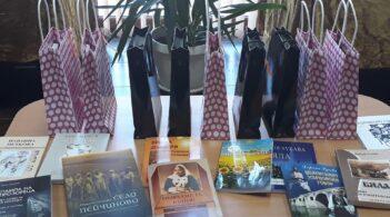 В беленското читалище подредиха изложба с книги и творби на съвременните творци на града